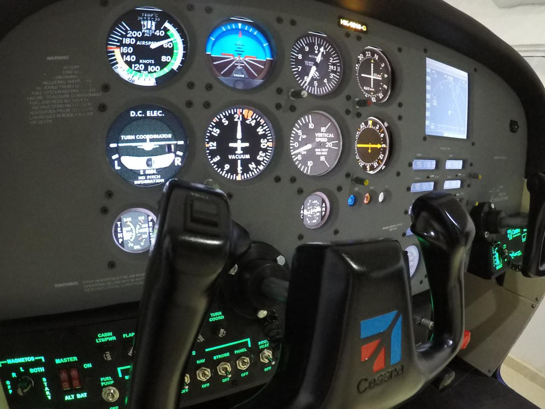 Roig-001_Cessna-_EFOA-Company-182
